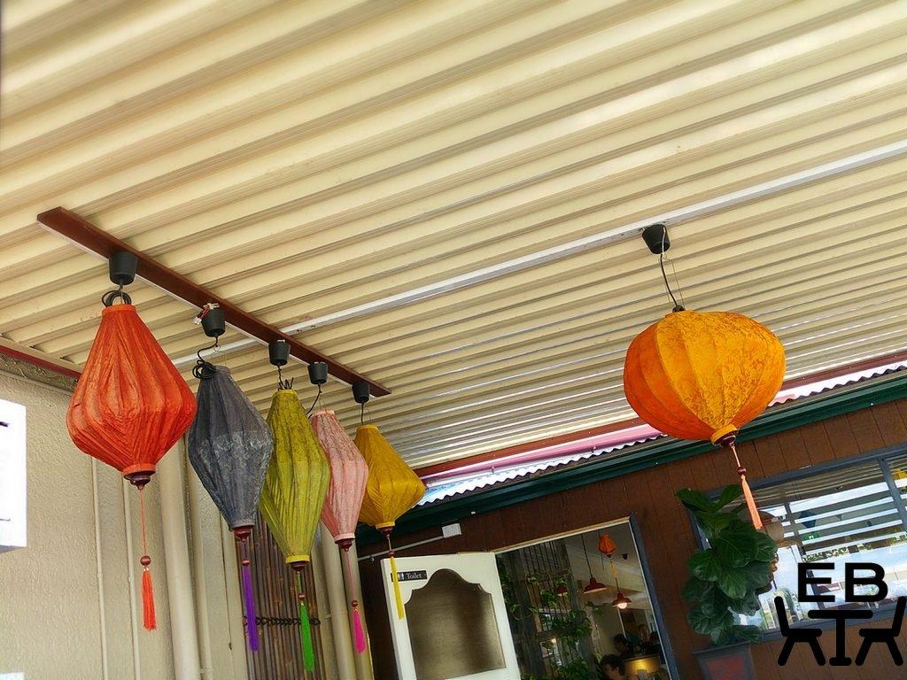 Cafe O Mai lanterns