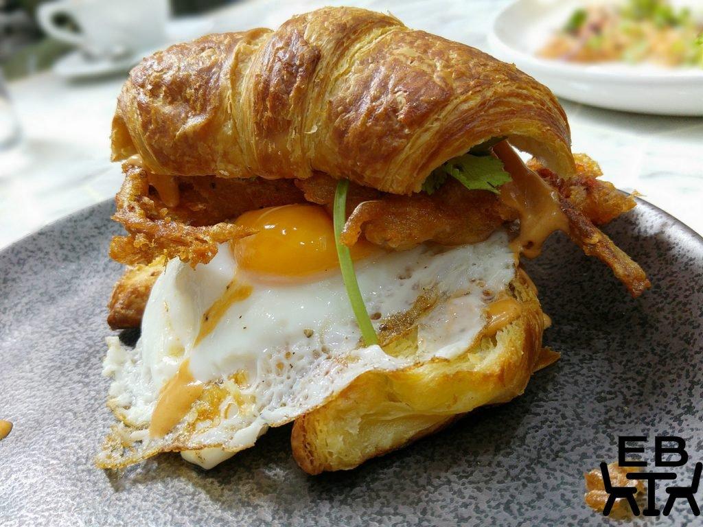 White mojo croissant burger
