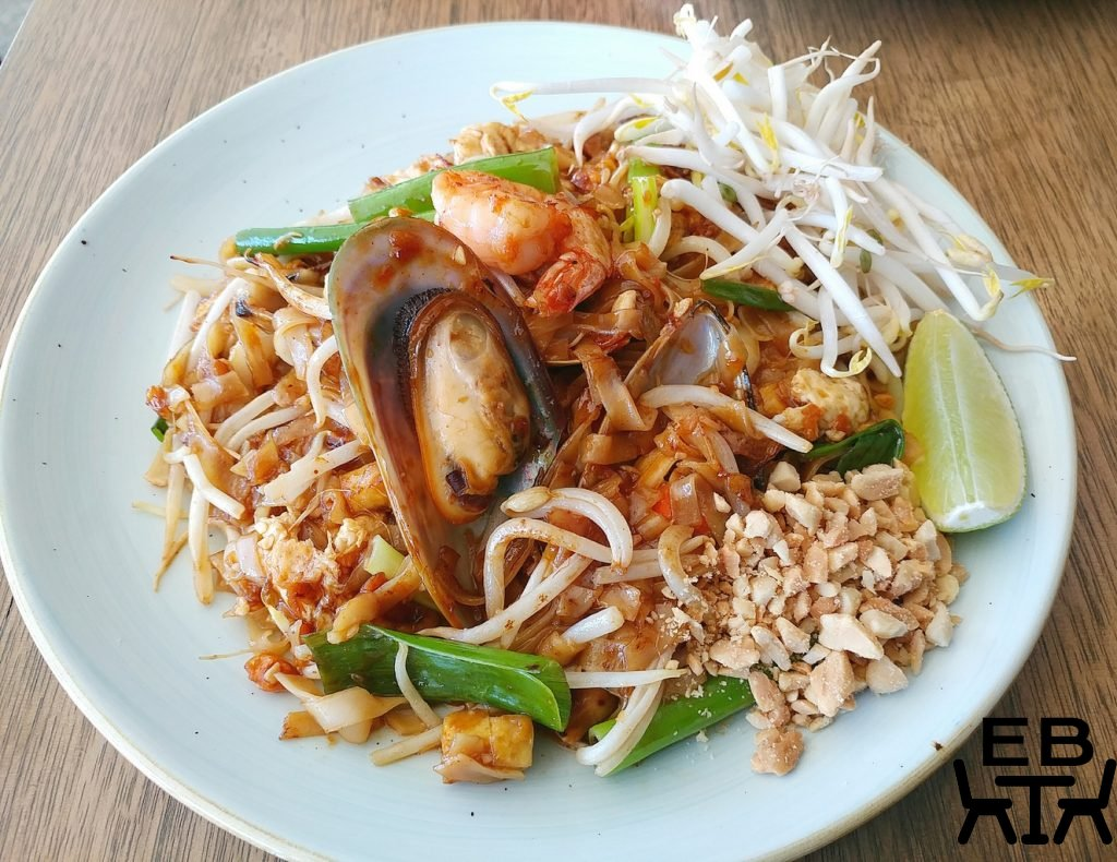 [nut street noodles windsor pad thai